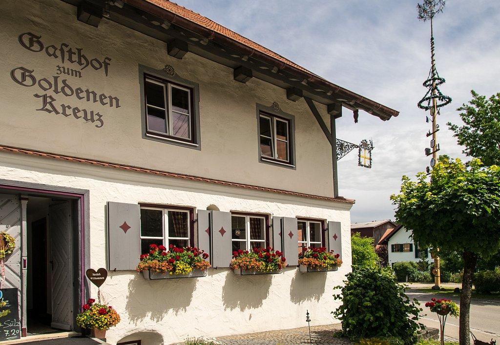 """Gasthof """"Zum Goldenen Kreuz"""" in Engetried"""